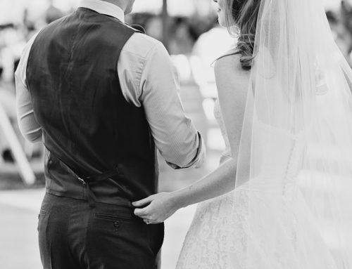 Pogodowa niespodzianka? Zabezpiecz swoją kreację na ślubną uroczystość.