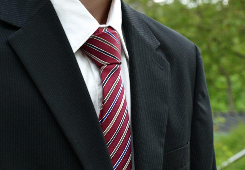 Modne męskie garnitury